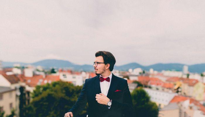 homme-d-affaires-costume-costard-noeud-papillon-mode-1560x894
